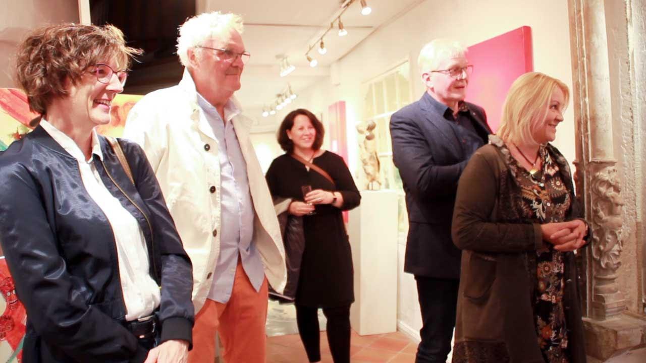 Les lignes du chaos Kunstausstellung Apogeé - Larissa Schröder und Bettina Fischer und berauschend lauschende Gäste