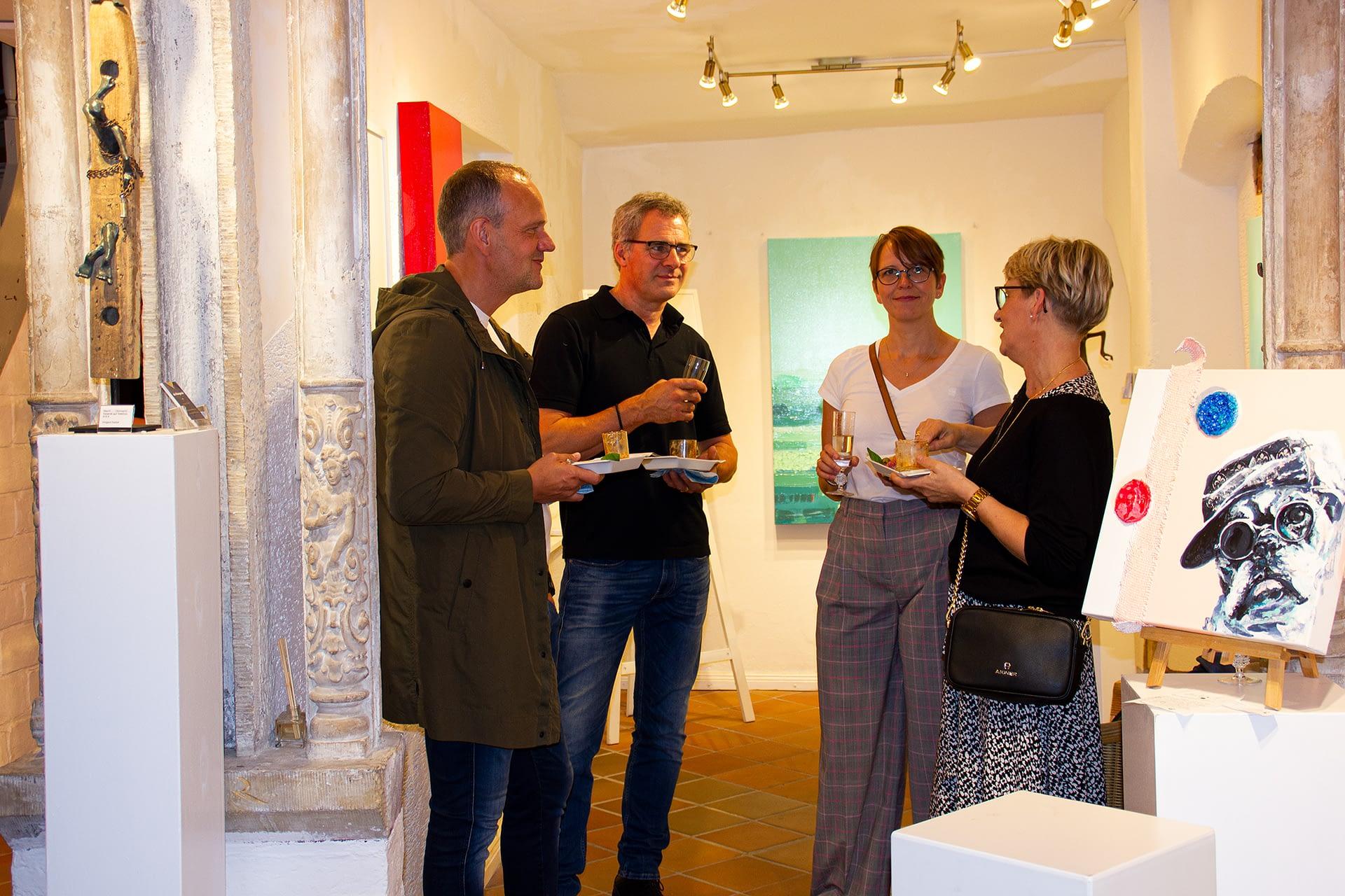 Les lignes du chaos Kunstausstellung Apogeé - meine lieben Gäste genießen - kunst und Leckereien